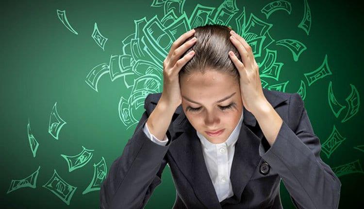 Erros financeiros que fazem solicitar empréstimos pessoais